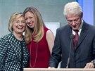 Bill Clinton, jeho manželka Hillary a dcera Chelsea (25. září 2013)