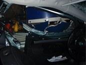Pohled z vnitřního prostoru havarované Škody Octavie. (19. září 2013)