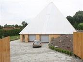 Údajně léčivá pyramida stojí v Postoupkách - místní části Kroměříže.