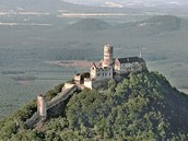 Starší žena se ztratila v hustých lesích kolem hradu Bezděz.