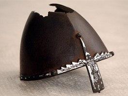 Přilba svatého Václava - stříbrný nánosník byl k přilbě připevněn až po