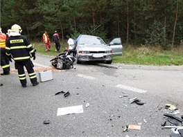 Hasiči zasahovali u nehody přes dvě hodiny.