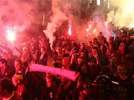 JDEME VYLOUPIT EDEN. Fanoušci Sparty před derby se Slavií.