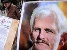 Tvář běloruského aktivisty Alese Bjaljackého na plakátu, který vyzýval k bojkotu parlamentních voleb v roce 2012. Kandidovat mohla jen jediná opoziční strana.