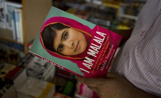 Malála Júsufzajová o svém životě napsala i knihu. Zájem o ni je obrovský