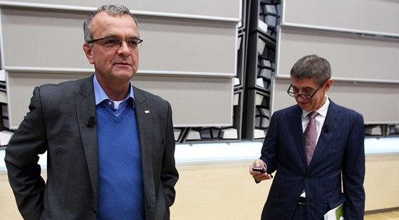 Místopředseda TOP 09 Miroslav Kalousek a Andrej Babiš z hnutí ANO před začátkem