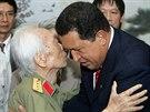 Vietnamský generál Giap s někdejším venezuelským rpezidentem Hugo Chávezem na...