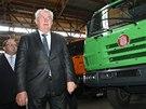 V kopřivnické Tatře si prezident prohlédl nákladní vozy. (3.10.2013)