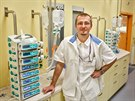 Lékař Petr Soukup je jedním z těch, kdo se stará o pacienty v Ústavu