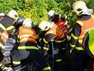 Hasiči zasahují u vážné dopravní nehody BMW blízko ostravských Bazalů. (30.