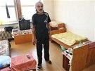 Lid� v ubytovn�ch plat� za bydlen� v jedn� m�stnosti vysok� sumy. Plat� st�t,