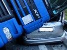 Kabina  tahače dopadla na osobní auto a rozdrtila ho. Naštěstí dopadla na zadní...