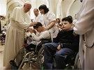 Pontifik se v pátek setkal i s osmdesátkou tělesně postižených lidí....