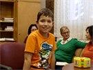 Příspěvky dárců umožnily malému Vladanovi zapojit se do bežného života nákupem...