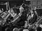 Cimrmanolog Zdeněk Svěrák si v operetě Proso zahrál na violoncello a připomněl
