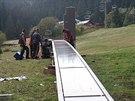 Pojezdový pás zjednodušší přesun lyžařů mezi dolní stanicí vleků Zahrádky a...