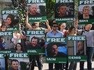 Shrom�en� za propu�t�n� aktistiv� Greenpeace v p�tek 27. z��� p�ed ruskou