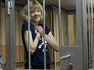 Mezi aktivisty Greenpeace, na kter� rusk� ��ady uvalily dvoum�s��n� vy�et�ovac�