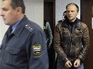 Do soudní síně v Murmansku vchází ukrajinský fotograf Denis Sinyakov.