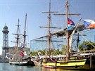 La Grace s ostatními plachetnicemi startovala regatu z Barcelony.