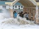 Bouře ve městě Wen-ling v provincii Če-ťiang. (6. října 2013)