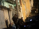 Brazilští policisté zasahují ve slumové čtvrti Arvore Seca. (6. října 2013)
