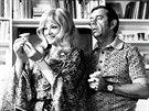 Jana Brejchová a Vlastimil Brodský ve filmu Hodíme se k sobě, miláčku...? (1974)