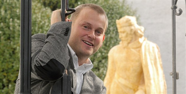 Franti�ek Postl vytvo�il model sochy P�emysla Otakara II. Dílo chce v�novat...