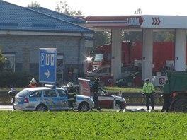 U čerpací stanice Lukoil na dálnici D8 u Zdib explodovala zásobní nádrž.