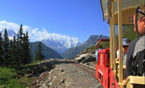 Při jízdě historickým vláčkem se otevírají nádherné výhledy na masiv Mont
