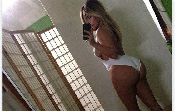 Kim Kardashianová se pochlubila, že shodila těhotenská kila (17. října 2013).