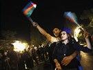 Alijevovi příznivci slaví v Baku (9. října 2013)