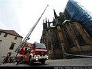 Pražští hasiči v rámci cvičení zasahují u požáru ve Svatovítské katedrále...
