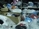 Sklad padělků, který odhalili policisté spolu s celníky v pražské tržnici Sapa