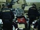 Celníci v pražské tržnici Sapa odhalili sklad nelegálního textilu