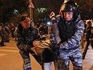 Počet zatčených policie ještě neupřesnila (13. října)
