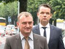 Antonín Koláček (vlevo) přichází k soudu ve švýcarské Bellinzoně. (10. října