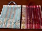 Některou z těchto dvou dárkových tašek zakoupil pravděpodobně poslední zákazník...