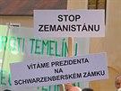 Prezidenta Miloše Zemana čekali na I. nádvoří krumlovského hradu a zámku lidé s...