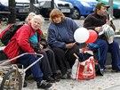 Přihlížející diváci na mítinku KSČM v Benešově