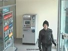 Asi dvacetiletý muž přišel do brněnské banky celý v černém.
