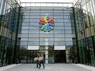 Olomoucká nákupní Galerie Šantovka těsně před otevřením žije čilým ruchem.