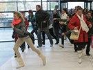 Nákupní Galerie Šantovka otevřela v pátek ráno, okamžitě se zaplnila lidmi.