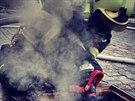 Na lávce u Loděnice v Přerově hořely v pátek ráno kabely, kvůli vysokému napětí...