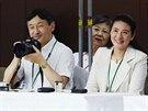 Japonský korunní princ  Naruhito a jeho manželka Masako sledují školní...