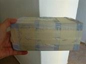 Balíček, v němž je podle Petra Kramného důkaz, který může pomoci v jeho případu.