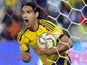 Kolumbijský kanonýr Radamel Falcao slaví svůj gól proti Chile.
