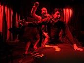 Záběr ze hry Hráči v podání Komorní scény Aréna