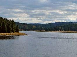 Flájská přehrada byla dokončena v roce 1963 a díky své konstrukci patří mezi