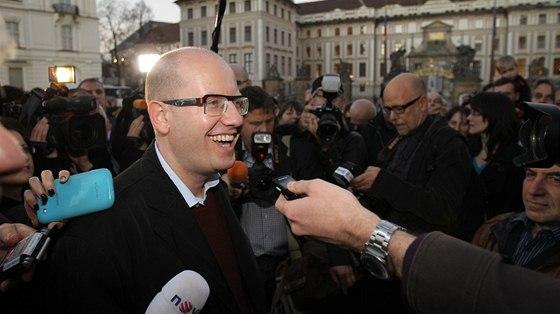 Demonstrace na podporu Bohuslava Sobotky po �l�nsk�m pu�i� ��sti �pi�ek �SSD se podle Martina Kom�rka z��astnilo patn�ct lid�. P�e to ve sv� knize Moc nemocn�ch